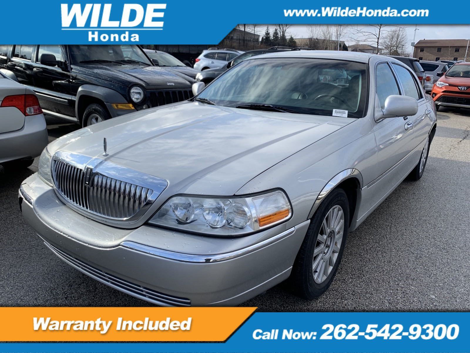 Pre-Owned 2003 Lincoln Town Car Executive