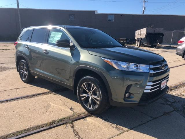 New 2019 Toyota Highlander Le Plus V6 Awd Sport Utility In T56637