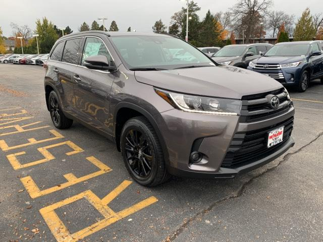 New 2019 Toyota Highlander Se V6 Awd Sport Utility In T56940